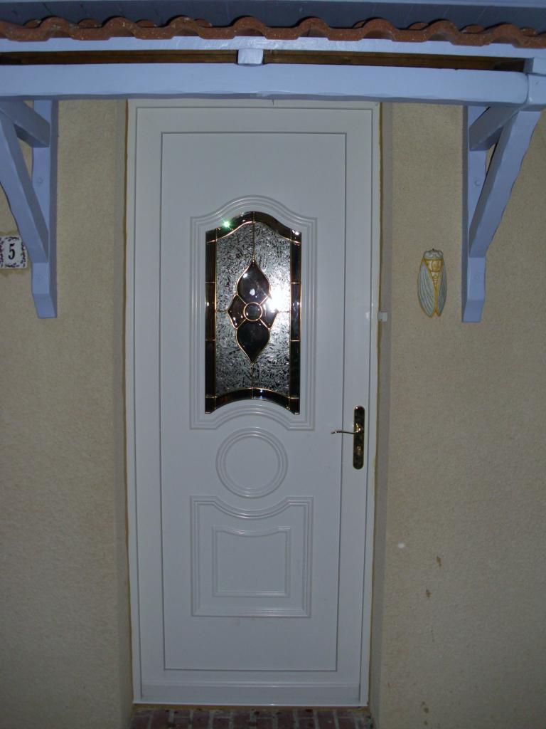 Porte PVC avec panneau décoratif