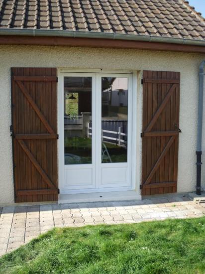 Porte fen tre avec soubassement plate bande for Porte de garage aludoor