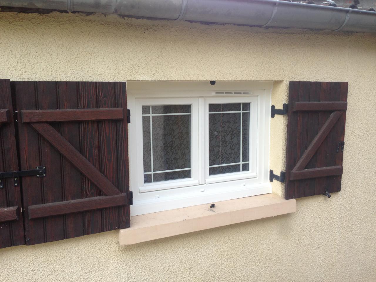 Fenêtre PVC avec vitrage décoratif